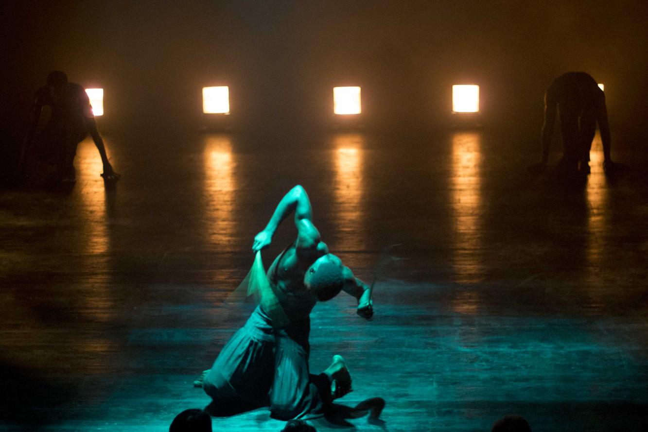 La Phármaco Luz Arcas Compañía de Danza Contemporánea Abok